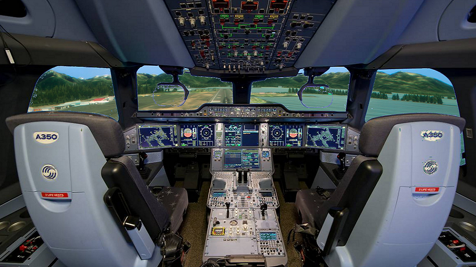 Commercial Flight Simulator Header
